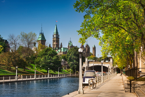 Ottawa city street and Rideau Canal 185228936