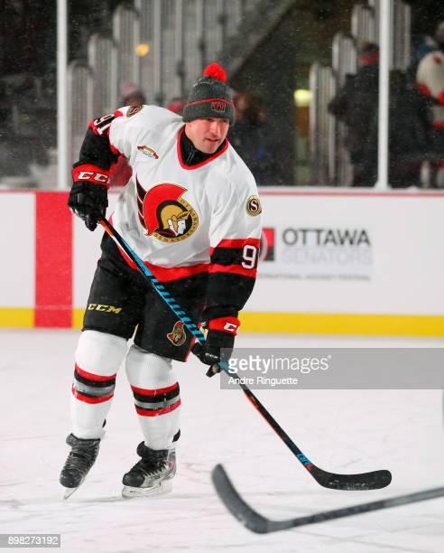 Ottawa Senators alumni Alexandre Daigle warms up during the 2017 Scotiabank NHL100 Classic Ottawa Senators Alumni Game on Parliament Hill on December...