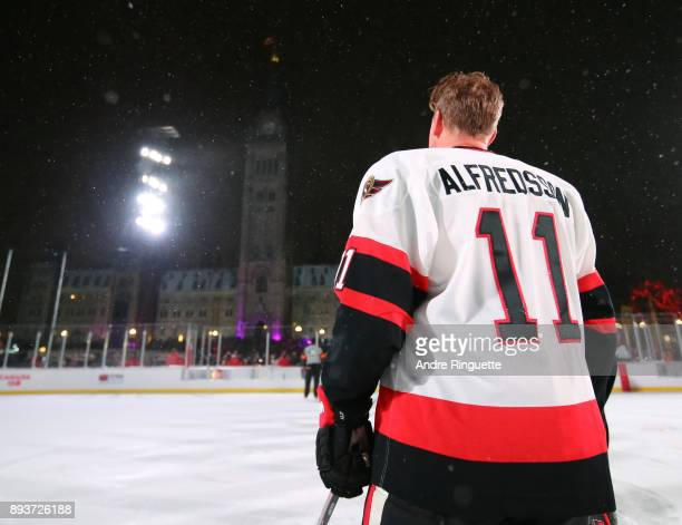 Ottawa Senators alumni Daniel Alfredsson stands for the Canadian national anthem during the 2017 Scotiabank NHL100 Classic Ottawa Senators Alumni...