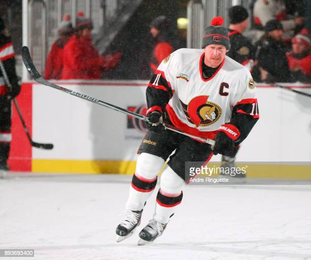Ottawa Senators alumni Daniel Alfredsson warms up during the 2017 Scotiabank NHL100 Classic Ottawa Senators Alumni Game on Parliament Hill on...