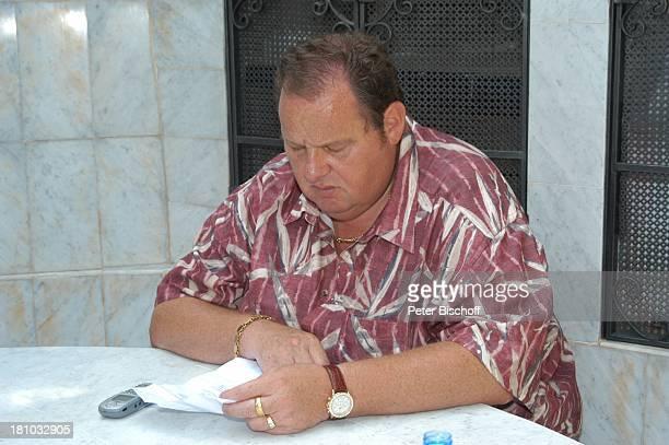 Ottfried Fischer Dreharbeiten zum RTLFilm Megalodon HaiAlarm auf Mallorca Esporlesse/Mallorca/Balearen/Spanien Drehbuch lesen SchauspielerPromi...