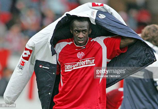 Otto Addo of Mainz looks dejected after Berlin equalized in the last minute of the match during the Bundesliga match between FSV Mainz and Hertha BSC...