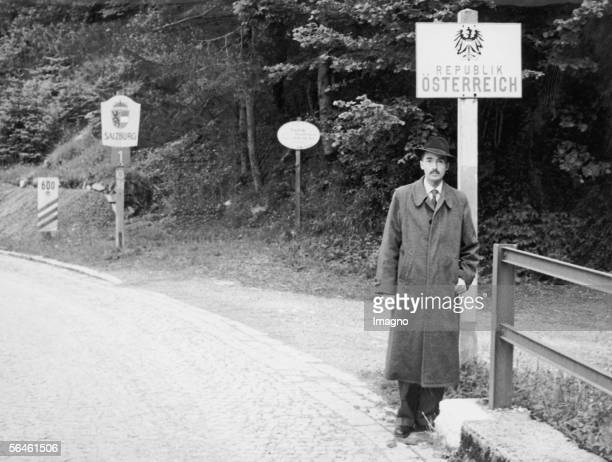 Otto Habsburg-Lorraine at the Austrian boarder . Photography, about 1960. [Otto Habsburg-Lothringen an der Grenze zu oesterreich . Photographie. Um...