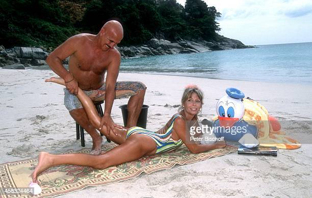 """Otto Retzer, Christine Schuberth, Dreharbeiten zur RTL-Komödie """"Immer Ärger mit Nicole"""" am auf Insel Phuket, Thailand."""