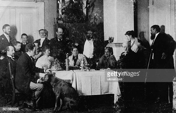 Otto von Bismarck German statesman Prime Minister of Prussia 18621890 German chancellor 18711890 in Friedrichsruh with his family and friends At the...