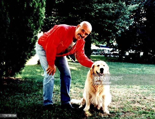 """Otto W. Retzer mit Hund """"Inschallah of Roy Black-Family"""" , Pörtschack am Wörthersee, Kärnten, ; sterreich, Europa, Tier, Regisseur,"""