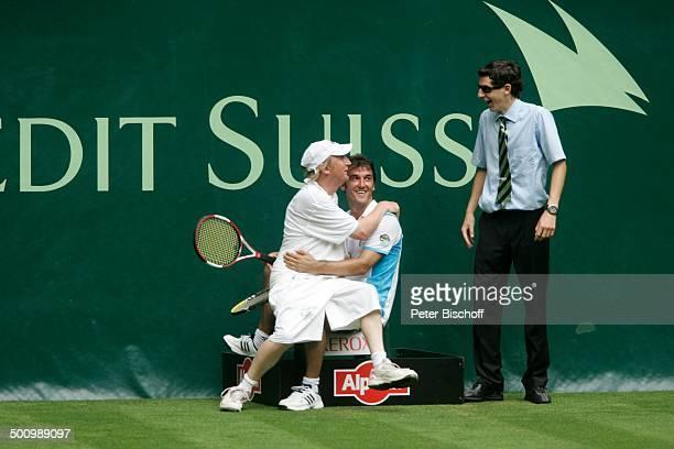 """Otto Waalkes, Karl-Heinz Riedle, Linienrichter , Prominenten-Doppel mit R o b e r t o B l a n c o, ATP-Turnier """"15. Gerry Weber-Open"""" Tennis Turnier,..."""