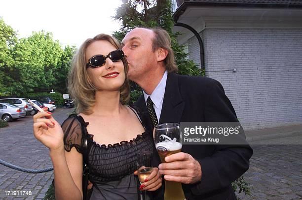 Otto Waalkes Mit Ehefrau Und Eva Hassmann Beim Empfang Zum Rbu Charity Golf Cup 2001 In Hamburg Am 130501