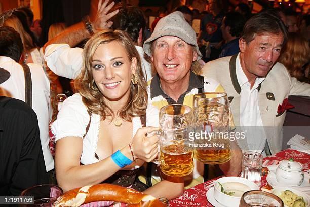 Otto Waalkes Und Ehefrau Eva Hassmann Im Hippodrom Beim Oktoberfest In München