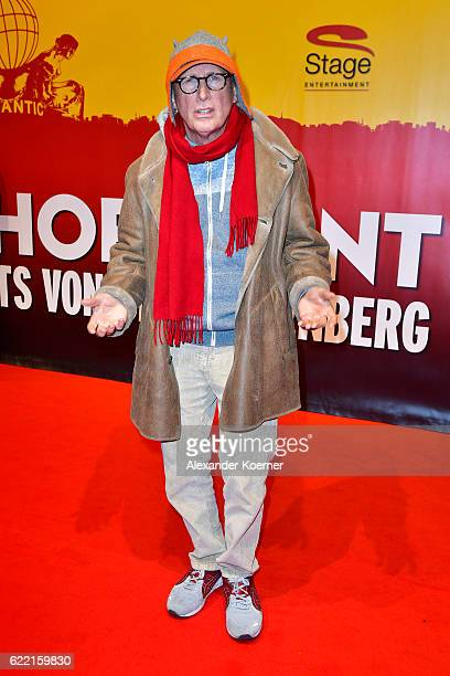 Otto Walkes attends the red carpet at the Hinterm Horizont Musical premiere at Stage Operretenhaus on November 10 2016 in Hamburg Germany