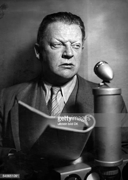Otto Wernicke *18931965Schauspieler Dbei einer Hörspielaufnahme 1940Foto Curt Ullmann