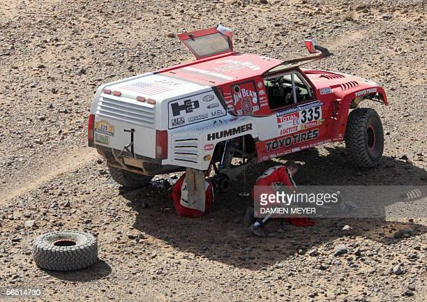 US Roby Gordon and his co pilote Darren Skilton repair their car 03 January 2006 during the fourth stage of the 28th Dakar rally between Er Rachidia...