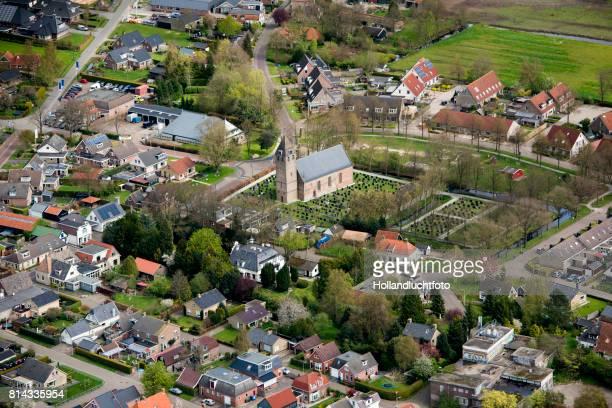 oudega a small village in the province friesland in the netherlands - friesland noord holland stockfoto's en -beelden