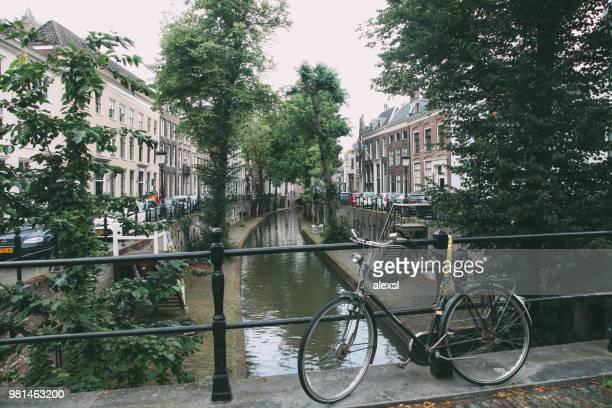 oudegracht canal utrecht city center netherlands - utrecht foto e immagini stock