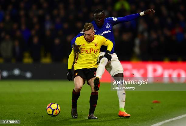 Oumar Niasse of Everton and Gerard Deulofeu of Watford battle for the ball during the Premier League match between Watford and Everton at Vicarage...