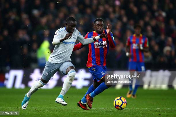 Oumar Niasse of Everton and Jeffrey Schlupp of Crystal Palace compete for the ball during the Premier League match between Crystal Palace and Everton...