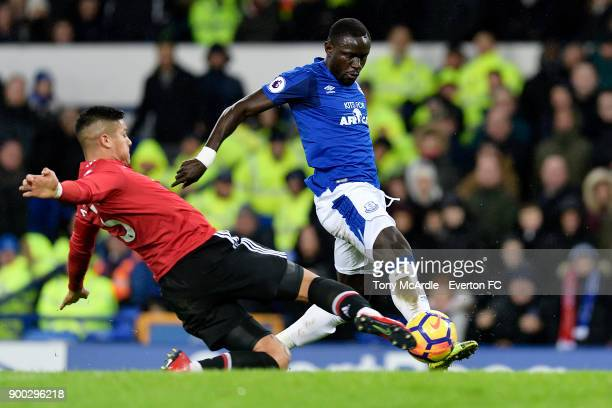Oumar Niasse of Everton and Marcos Rojo challenge for the ball during the Premier League match between Everton and Manchester United at Goodison Park...