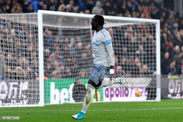 Oumar Niasse of Everton celebrates his goal during the Premier League match between Crystal Palace and Everton at the Selhurst Park on November 18...