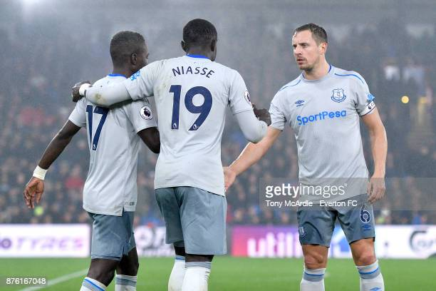 Oumar Niasse of Everton celebrates his goal with Phil Jagielka during the Premier League match between Crystal Palace and Everton at the Selhurst...