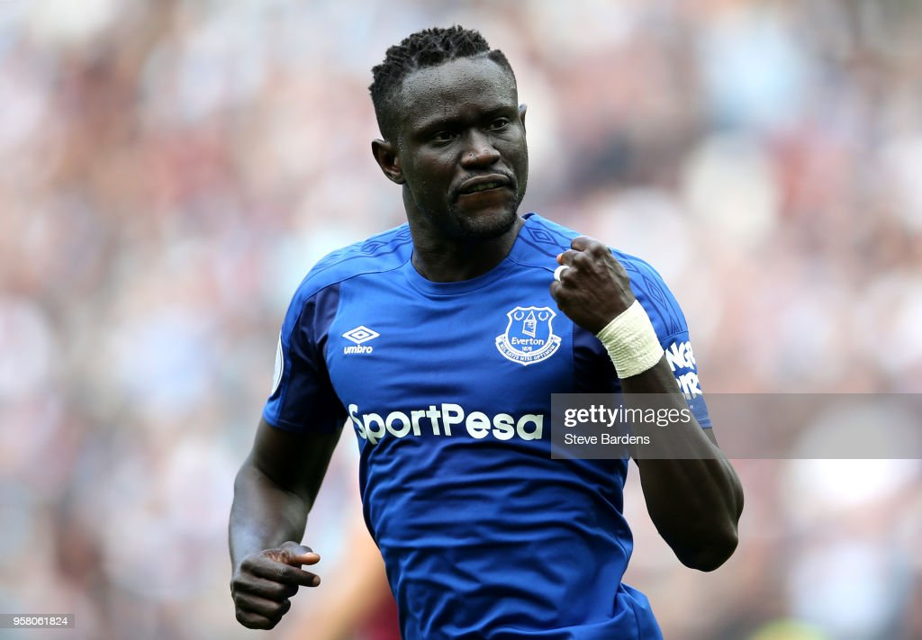 Oumar Niasse of Everton celebrates scoring his sides first goal during the Premier League match between West Ham United and Everton at London Stadium on May 13, 2018 in London, England.