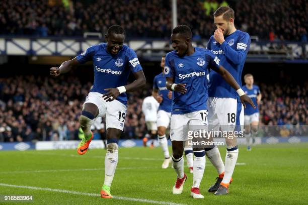 Oumar Niasse of Everton celebrates scoring his side's second goal with Idrissa Gueye and Gylfi Sigurdsson during the Premier League match between...