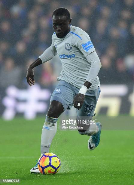 Oumar Niasse of Everton in action during the Premier League match between Crystal Palace and Everton at Selhurst Park on November 18 2017 in London...