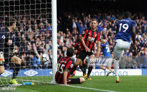 Oumar Niasse of Everton scores his side's second goal during the Premier League match between Everton and AFC Bournemouth at Goodison Park on...