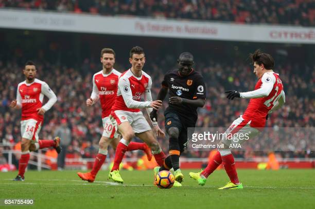 Oumar Niasse of Hull City tries to get past Laurent Koscielny and Hector Bellerin of Arsenal during the Premier League match between Arsenal and Hull...