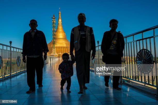 ouparta thandi zedi pagoda - naypyidaw stock pictures, royalty-free photos & images