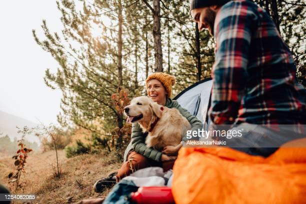 onze eerste kampeerreis - buitenopname stockfoto's en -beelden