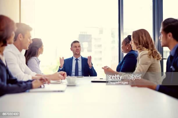 unser fokus sollte immer größer und besser gehen - generaldirektor oberes management stock-fotos und bilder