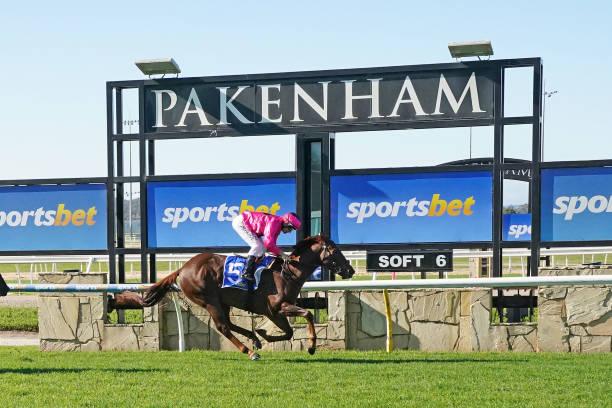 AUS: Pakenham races