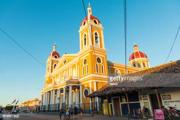 onze lieve vrouw van de kathedraal van de veronderstelling, granada - nicaragua stockfoto's en -beelden