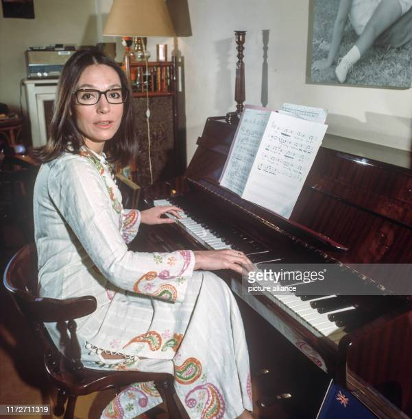 Our photographer Istvan Bajzat visited the popular singer on 21 January 1977 in her apartment in Paris The greek singer and politician Nana Mouskouri...