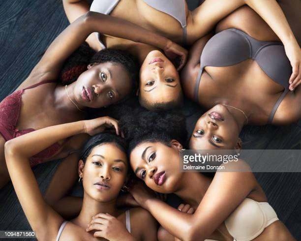 nossa feminilidade nos une - melanina - fotografias e filmes do acervo