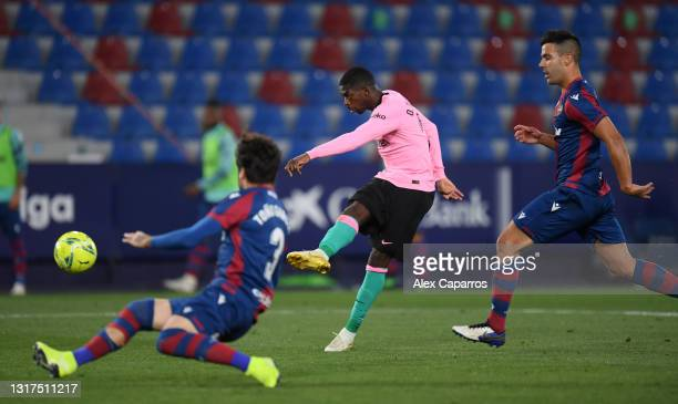 Ousmane Dembélé of Barcelona score his team's 3rd goal during the La Liga Santander match between Levante UD and FC Barcelona at Ciutat de Valencia...