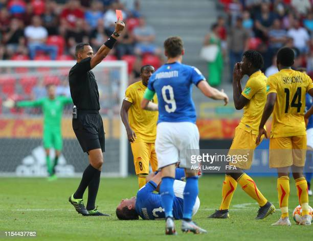 Ousmane Diakite of Mali is shown a red card by referee Ismail Elfath during the 2019 FIFA U20 World Cup Quarter Final match between Italy and Mali at...