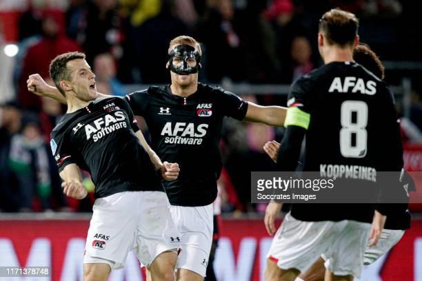 Oussama Idrissi of AZ Alkmaar celebrates 0-3 with Dani de Wit of AZ Alkmaar during the Dutch Eredivisie match between Feyenoord v AZ Alkmaar at the...