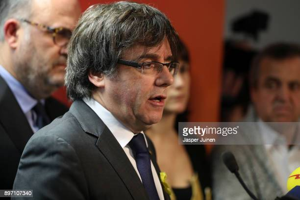 Ousted Catalan leader Carles Puigdemont attends a press conference at Brussels press club on December 22 2017 in Brussels Belgium Catalonia's ousted...
