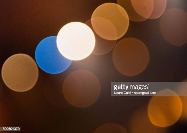 out of focus background lights - noam galai stock pictures, royalty-free photos & images
