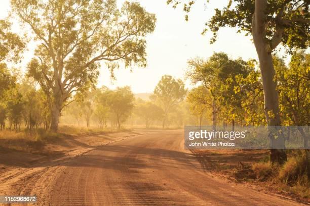 outback road. el questro station. the kimberley region. western australia. - western australia stockfoto's en -beelden