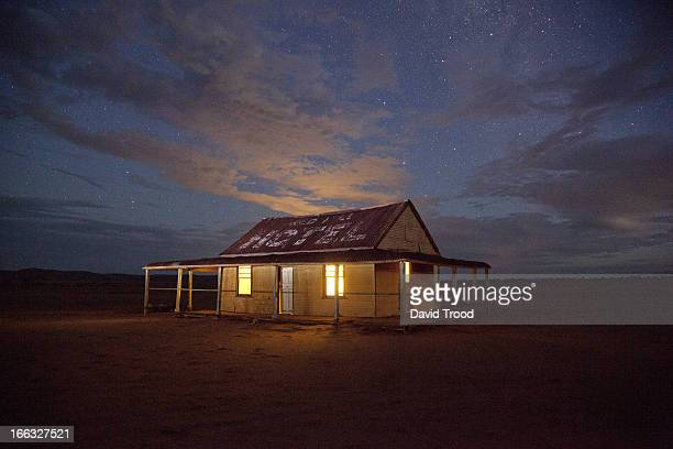 outback shed - remote location stock pictures, royalty-free photos & images