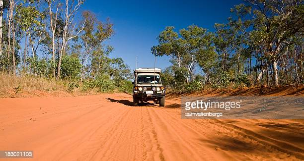 outback track - queensland stock-fotos und bilder