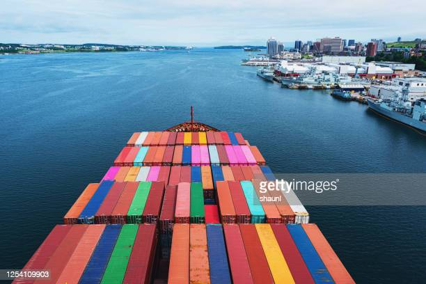 outbound container ship - atlantic ocean stock pictures, royalty-free photos & images