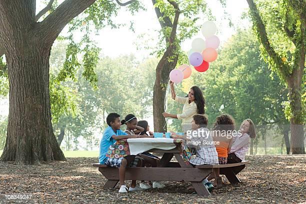 outdoor birthday party with balloons - outdoor party imagens e fotografias de stock
