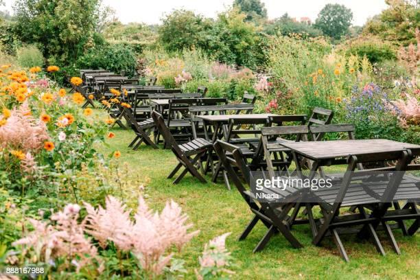 Café im Freien im Garten