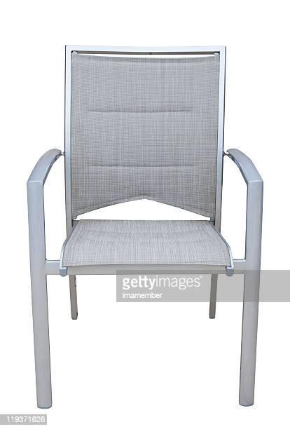 Wetterfester Stuhl aus aluminium, isoliert auf weißem Hintergrund