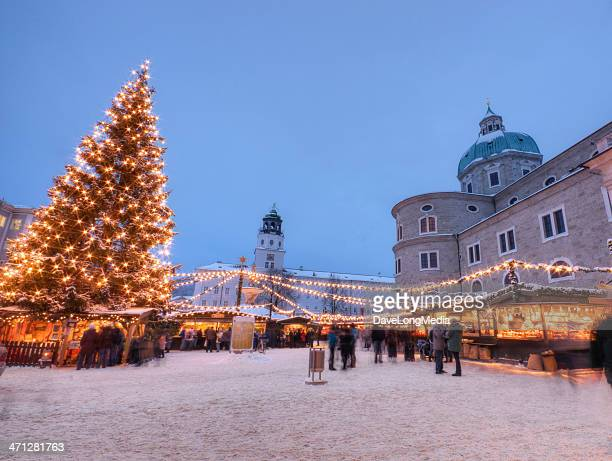outdoor christmas market in europe - salzburger land stock pictures, royalty-free photos & images