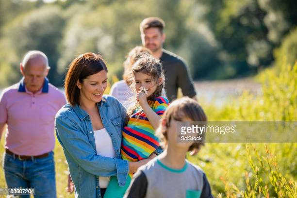 outdoor family adventure - medium group of people stock pictures, royalty-free photos & images