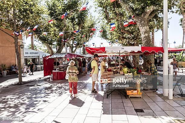 extérieur marché paysan de bandol - bandol photos et images de collection